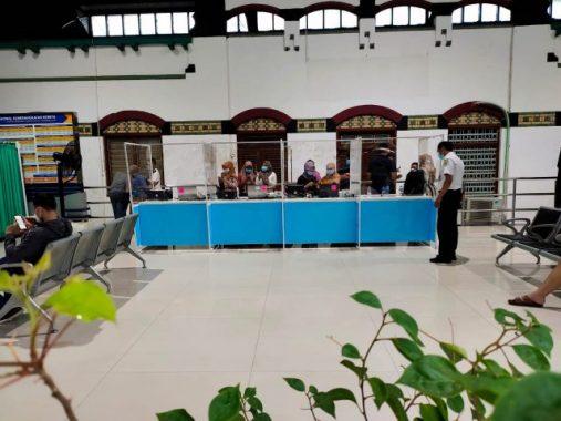 Persiapan PT KAI Daop 4 SR untuk layanan pemeriksaan GeNose C19 di Stasiun Tawang, Semarang, Minggu (14/2/2021)